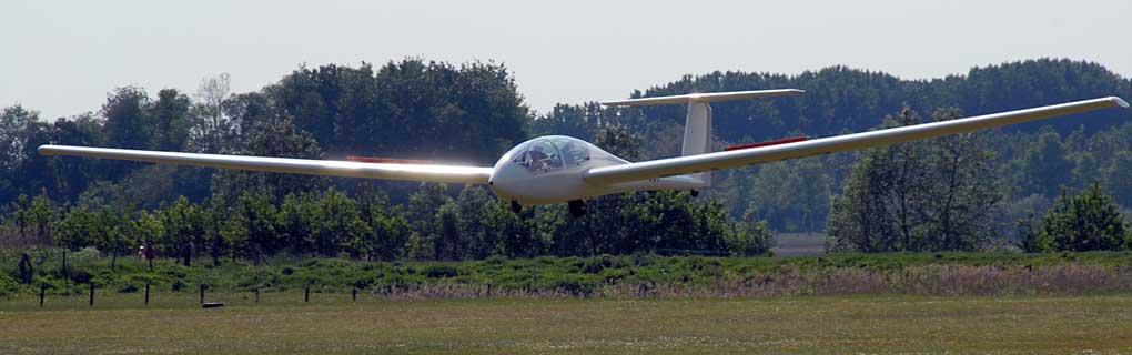 De Twin-Astir Acro in de landing